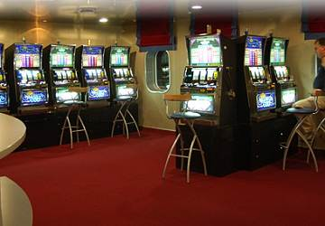 endeavor_lines_ionian_queen_slot_machines